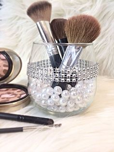Glam Make up Bürstenhalter von DaintyCreations bei Etsy, 1 Glam Makeup, Diy Makeup, Face Makeup, Make Up Storage, Makeup Brush Holders, Makeup Brush Storage, Diy Vanity, Vanity Ideas, Glam Room