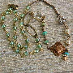 Hey, j'ai trouvé ce super article sur Etsy, chez https://www.etsy.com/fr/listing/248451048/collier-de-perles-vertes-et-aqua-perles