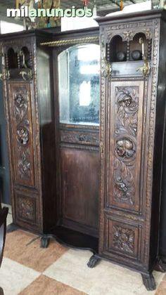 . Bonito gabanero del siglo xix, con grabados renacentistas,con dos puertas y espejo, excelente estado de conservacion. atiendo whatsapp,jesus.envio a toda espa�a.