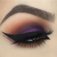 Smokey Purple & Brown Eye Makeup With Winged Eyeliner & Long Lashes Smokey Purple & Brown Eye Makeup With Winged Eyeliner & Long Lashes – Das schönste Make-up Purple Eye Makeup, Eye Makeup Art, Purple Eyeshadow, Smokey Eye Makeup, Eyeshadow Looks, Eyeshadow Makeup, Beauty Makeup, Eyeshadow Palette, Peach Makeup