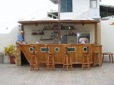 Ship shaped bar