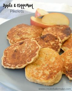 These Wholemeal Apple and Cinnamon Pikelets are our new favourite morning tea snack! Now that there is only a few weeks until Mr 5 starts school (eek! Healthy Snack Options, Healthy Snacks, Healthy Recipes, Cooking Recipes, Tea Snacks, Yummy Snacks, Lunch Box Recipes, Breakfast Recipes, Lunchbox Ideas