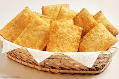 Aprenda como fazer um delicioso pastel de feira aí na sua casa, em uma receita bem simples e muito prática de fazer.