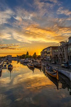 Sunset in Aveiro, Portugal, by Jorge Orfão