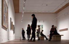 Louisiana Museum of Modern Art conserva opere di Henry Moore. L'artista, nato a Castleford, Yorkshire, conosce la Versilia negli anni '50, quando vi si reca per la scelta del travertino destinato alla grande scultura commissionatagli per la sede dell'Unesco a Parigi. Da questo momento ha inizio un lungo e duraturo rapporto di lavoro con le aziende locali www.musapietrasanta.it/content.php?menu=louisiana_museum