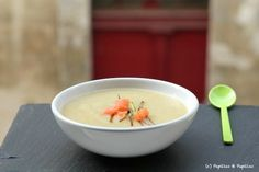 Leek soup potatoes with smoked salmon {velouté} Source: papillae and pupils www. Pork Recipes, Gourmet Recipes, Healthy Recipes, Roasted Pineapple, Potato Leek Soup, Smoked Salmon, Food Print, Entrees, Soups