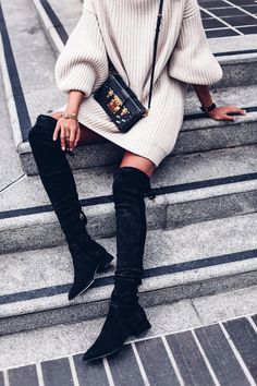 Can never go wrong with a sweater dress, over the knee boots and a cross-body bag. - Total Street Style Looks And Fashion Outfit Ideas Fall Winter Outfits, Autumn Winter Fashion, Winter Style, Winter Chic, Autumn Fall, Spring Style, Mode Outfits, Fashion Outfits, Over The Knee Boot Outfit