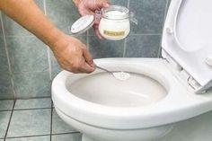 Eliminare le incrostazioni del WC con 4 rimedi fai-da-te