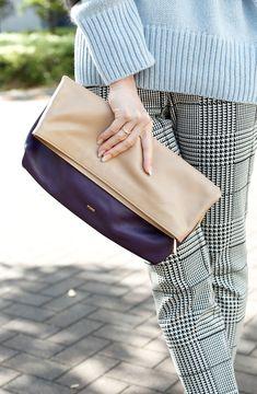 パープルとベージュのバイカラーが可愛いクラッチバッグ #clutch #bag #coordinate