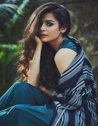 She sure does carry her curls with confidence. But, she can look like a smokestorm with a wavy mane too. Cute Girl Poses, Girl Photo Poses, Girl Photos, Indian Photoshoot, Saree Photoshoot, Cute Beauty, Beauty Full Girl, Mithila Palkar, Photography Poses Women