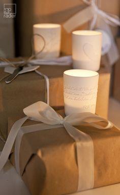 Silber + Weiß. Porzellanlicht. Aus mattem Porzellan mit Relief. Eine schöne Deko-Idee zur Weihnachtszeit, die eine kuschelig-warme Atmosphäre schafft.