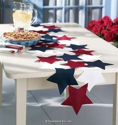 Easy: Sew fabric or felt stars together to make pretty table runner for any pat. - Easy: Sew fabric or felt stars together to make pretty table runner for any patriotic holiday - Table Runner And Placemats, Table Runner Pattern, Quilted Table Runners, Patriotic Crafts, July Crafts, Holiday Crafts, 4th Of July Decorations, Table Decorations, Farmhouse Table Decor