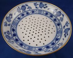 the catalog of china products Blue And White China, Blue China, Love Blue, Blue Onion, White Dishes, China Patterns, China Dinnerware, White Marble, White Porcelain