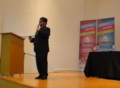 O palestrante internacional, Vitor Patacas, falando sobre como ultrapassar barreiras para conquistar novos mercados.