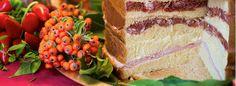 """Il Panettone gastronomico è la versione salata del tanto amato dolce natalizio. Conosciuto anche col nome di """"Pan Canasta"""", questa preparazione nacque come spuntino dei giocatori della """"Canasta"""","""