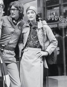 French Fashion Designer Yves Saint Laurent and his two models(Betty Catroux (left) and Loulou de la Falaise) photographed by John Minihan at the opening of Saint-Laurent's new boutique 'Rive Gauche', in Bond Street, September Yves Saint Laurent, Elsa Peretti, Marylin Monroe, Carolina Herrera, The Godfather Part Iii, Slim Keith, Karl Lagerfeld, Girls Bible, Valentino