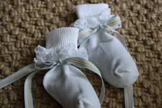 DIY dried lavender sachets for baby's room.  Love love love this no sew sachet idea!!!