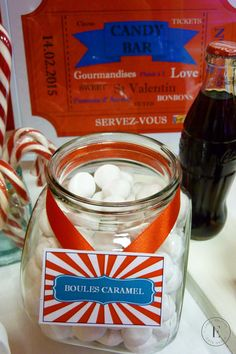 Candy Bar thème fête foraine, cirque rouge et blanc Bar à bonbons Candy Bar Carnival, Circus Red & White Sweet table