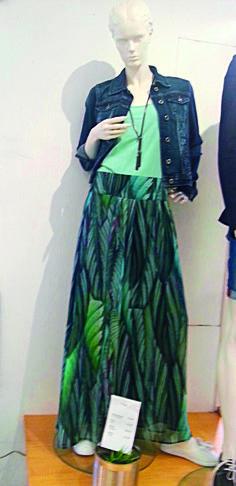 Outfit der Woche! Maxirock: More & More - Top: Opus - Jeansjacke: Tom Tailor Denim - Kette: s.Oliver #fashion www.wiese-modewelt.de