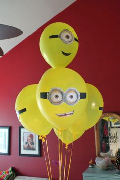 There is nothing better than a minion themed party for the despicable me fans! Read on simple tips how to get creative and obtain the perfect minion party items for your kids! 20 different ideas to make any minion party a success. Minion Party Theme, Minion Birthday, 6th Birthday Parties, Birthday Fun, Third Birthday, Birthday Ideas, Minion Balloons, Party Decoration, Party Time