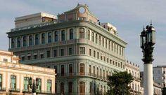 Con una categoria de 5 estrellas, el Hotel Saratoga es una elegante edificación de estilo ecléctico, ubicada en un lugar privilegiado de La Habana Vieja, frente al Capitolio Nacional, la Fábrica de Tabacos Partagás y el antiguo Centro Gallego, en la actualidad el Gran Teatro de La Habana