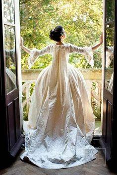 Robe de mariée en soie crème, d'inspiration 18e siècle - Robe de Gwen Russell