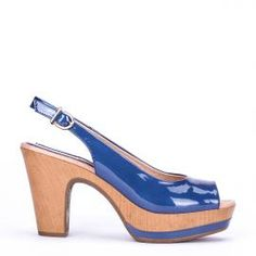 Peeptoe Weekend by Pedro Miralles en charol azul #shoes #ss16 #inspiration  #shoeporn #sandals #zapatos #moda #calzado