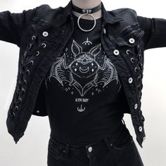 Gothic fashion 585468020290038047 - Gothic T-Shirt by Alien Baby with Stylized Bat Print in White gothic.ltd/… Source by gothicltd Hipster Outfits, Grunge Outfits, Style Outfits, Edgy Outfits, Mode Outfits, Fashion Outfits, Fashion Trends, Fashion Clothes, Fashion Ideas