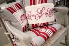 Boutis 2 personnes - Copyright Interior's France Copyright, Artisanal, Decoration, Gift Wrapping, France, Gifts, Throw Pillows, Contemporary, Red