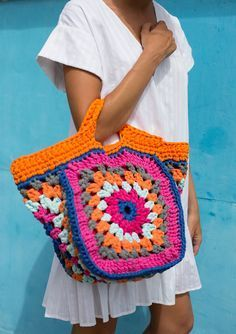 Transcendent Crochet a Solid Granny Square Ideas. Inconceivable Crochet a Solid Granny Square Ideas. Crochet Beach Bags, Bag Crochet, Crochet Shell Stitch, Crochet Handbags, Crochet Purses, Free Crochet, Crochet Summer, Granny Square Häkelanleitung, Granny Square Crochet Pattern