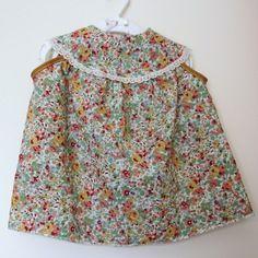 Robe 18 mois en coton fleuri avec empiècement bordé de dentelle