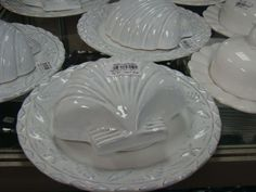 passeio-porto-ferreira-cidade-ceramica-monta-encanta2 Punch Bowls, Icing, Food, House Decor Shop, Home Decor Ideas, Red Plates, Ceramic Tableware, Tablescapes, Objects