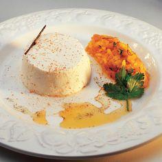 Tartare de poisson fumé aux herbes et bavarois de fromage blanc - une recette Equilibré - Cuisine   Le Figaro Madame