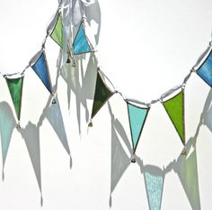 Stained glass bunting, I just know I am going to make some of this for the balcony when I get to portugal ! Mosaic Art, Mosaic Glass, Mosaics, Stained Glass Lamps, Stained Glass Projects, Slumped Glass, Fused Glass, Tiffany, Led Light Design