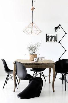 Bestlite Pendelleuchte Von Gubi Mit Eames Chairs DSR Von Vitra. Elegante  Einrichtung In Schwarz Weiß, Womit Man In Keinem Zimmer Etwas Falsch Macheu2026
