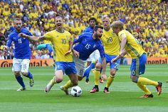 Sweden's forward Zlatan Ibrahimovic (L) is challenged by Italy's defender Andrea Barzagli  during the Euro 2016 group E football match between Italy and Sweden at the Stadium Municipal in Toulouse on June 17, 2016.  / AFP / VINCENZO PINTO