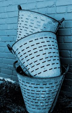 Vintage Industrial Pale Basket Repinned by www.silver-and-grey.com Kitchen Baskets, Reuse, Upcycle, Vintage Industrial, Repurposed, Old Things, Aqua, Objects, Cos