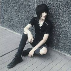 Emo Boy Hair, Cute Emo Guys, Boy Walking, Screamo, Emo Scene, Emo Boys, Boy Hairstyles, Back Pain, Respect