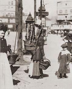 Flower girl, Paris ca 1900, Eugene Atget