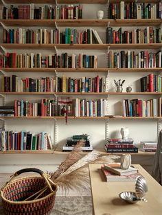 Cool Bookshelves, Bookshelf Design, Home Interior, Interior Decorating, Interior Design, Home Library Design, House Design, Earthy Home Decor, Sweet Home