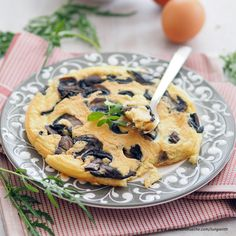 Biskuitomelett mit Champignons Veggies, Cookies, Desserts, Food, Grated Cheese, Biscuit, Cold Cuts, Omelette, Dessert Ideas