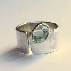 anillo en oro blanco con aguamarina | joyas con piedras preciosas