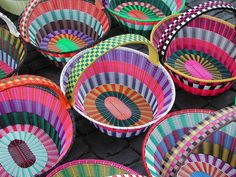 mexican baskets - Google Search Home Crafts, Fun Crafts, Arts And Crafts, Diy Furniture Decor, Welcome Baskets, Mexican Crafts, Diy Sac, African Theme, Basket Crafts