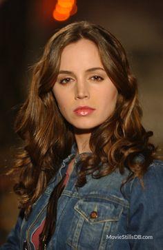 Buffy the Vampire Slayer - Promo shot of Eliza Dushku
