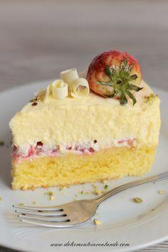 Dolcemente Inventando : Torta mousse al cioccolato bianco e fragole di Ernst Knam per il mio compleanno♦๏~✿✿✿~☼๏♥๏花✨✿写☆☀🌸🌿🎄🎄🎄❁~⊱✿ღ~❥༺♡༻🌺<TU Jan ♥⛩⚘☮️ ❋ Torte Cake, Cake & Co, Italian Desserts, Just Desserts, Sweets Recipes, Cake Recipes, Cake Cookies, Cupcake Cakes, Summer Cakes