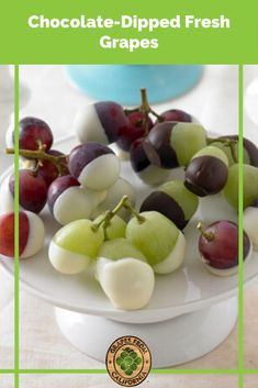 Need ideas for a chocolate-dipped fruit recipe? Here's a recipe for chocolate-dipped (and white chocolate-dipped!) California grapes that makes the perfect snack or dessert. #chocolatedippedgrapes #grapesdippedinwhitechocolate #whitechocolatedippedgrapes #greengrapesdippedinwhitechocolate #grapesdippedinchocolate #chocolatecoveredgrapesrecipe #chocolatedippedfreshgrapes #chocolatedipped #chocolatecovered #grapes #graperecipes Chocolate Dip Recipe, Chocolate Peanut Butter Cheesecake, Chocolate Dipped Fruit, White Chocolate, Grape Recipes, Fruit Recipes, Christmas Side Dishes, Christmas Recipes, Best Dessert Recipes