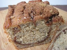 *********REALLY GOOD!!!!! Heidi Bakes: Trisha Yearwood's banana bread.  ( I pinned because she adds a cinnamon-sugar struesal.)