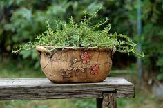 """oválný květináč """"English Rose""""-na objednávku! Pottery Tools, Pottery Vase, Ceramic Pottery, Succulent Pots, Planter Pots, Painted Jars, Ceramic Teapots, English Roses, Clay Pots"""