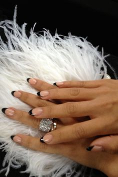 black and nude stiletto nails. I'm getting my nails done like this TODAY! Almond Nails French, Short Almond Nails, Nails Short, Almond Shape Nails, French Tip Nails, French Polish, French Manicures, Short Stiletto Nails, Short Almond Shaped Nails