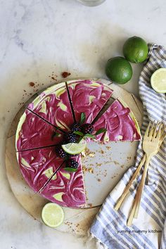 VEGAN KEY LIME & BLACKBERRY PIE   This pie is so creamy, cold, tart and delicious. No one knew it was filled with nourishing ingredients!